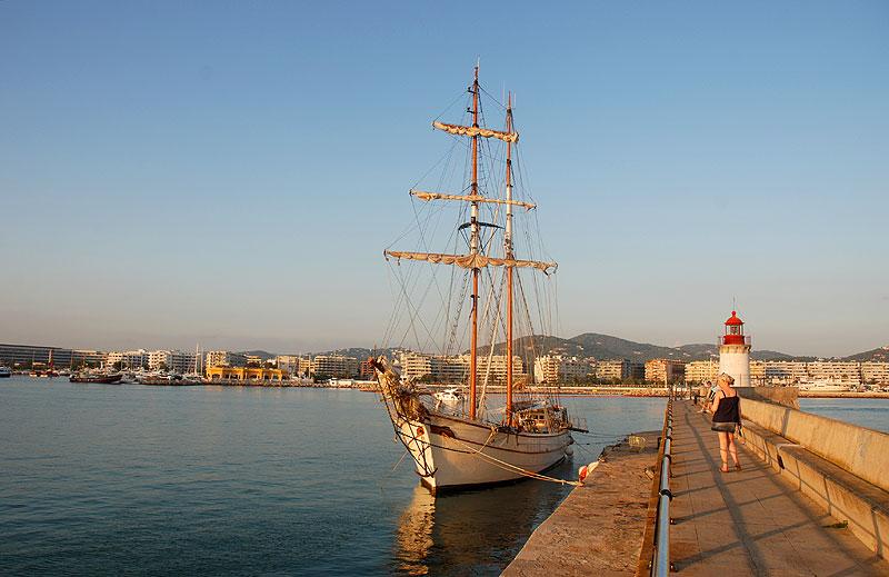 puerto de ibiza eivissa andenes avinguda de les andanes