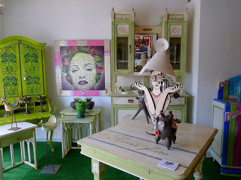 babel en ibiza recicla muebles antiguos y los redisea aplicndoles vivos colores