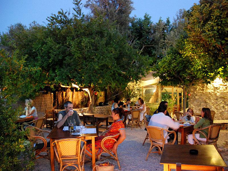 Can berri ibiza 5 sentidos for Restaurante jardin