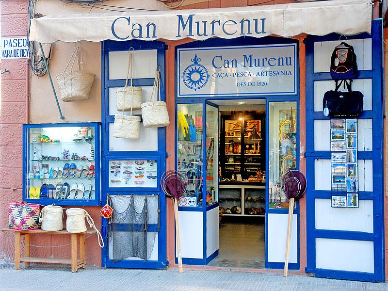 La tienda Can Murenu está situada en mitad del Passeig de Vara de rey 6c1d77b1c132