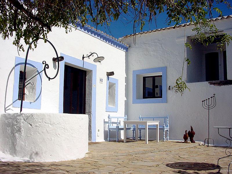 Les terrasses ibiza 5 sentidos for Oficina zona azul ibiza