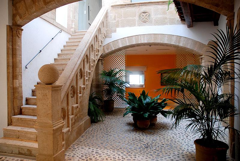 Museo puget ibiza 5 sentidos for Casas con patio interior
