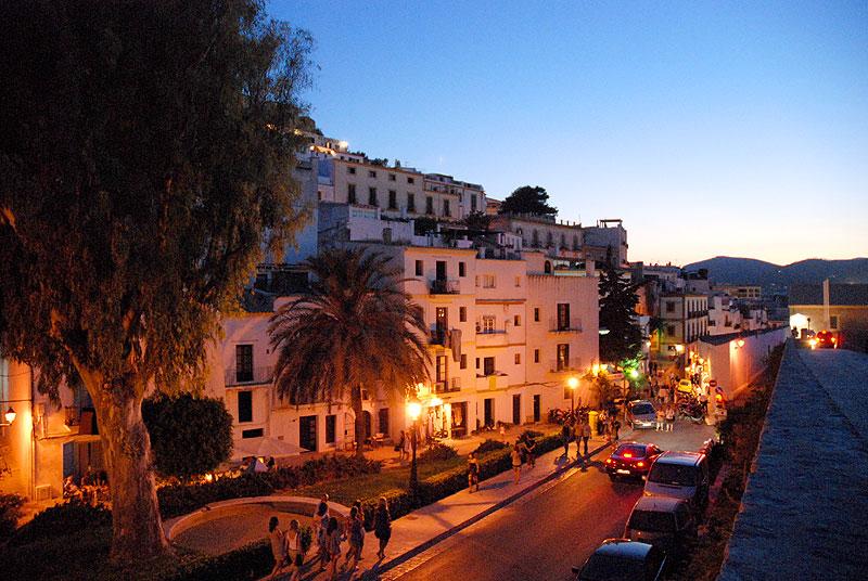 calles plazas dalt vila ibiza eivissa patrimonio de la humanidad murallas sa carrossa