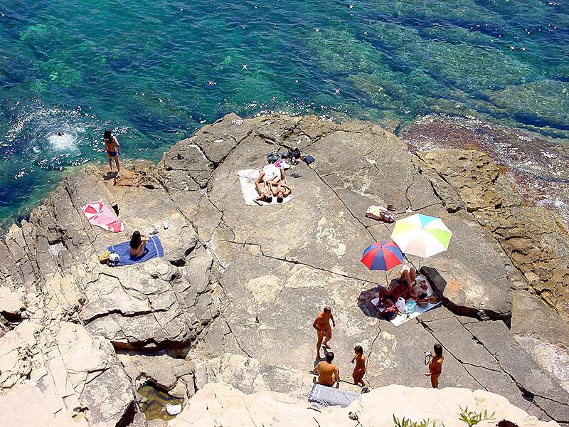 Baños Arabes Nudistas:Punta Galera es uno de los rincones nudistas por excelencia del